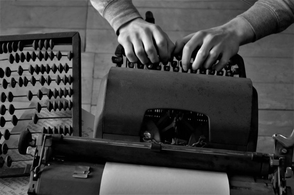 typewriter greyscale